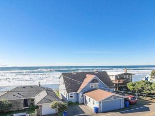Gorgeous Modern Home with Panoramic Ocean Views & Fantastic Amenities, Lincoln City