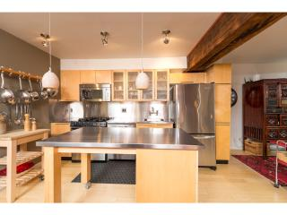 2 Bedroom Heritage Loft in the heart of Yaletown!