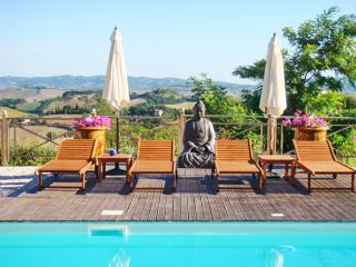 Luxury flat with a swimming pool, Urbino