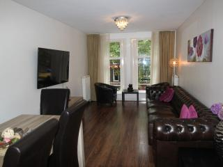 Central Amsterdam 3 bedroom Apartment with private roof terrace