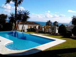 5 bed villa, pool, 1 min drive to beach, sea view. Sleeps 10 people