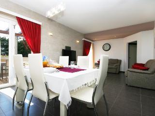 TH01660 Apartments Elza / Two bedrooms A2 CRNI, Podstrana