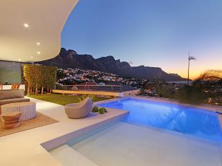 Metres from the beach and Panoramic Views, Clifton