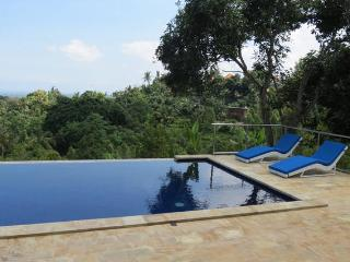 Bedroom with large balcony in Luxury Villa (4)