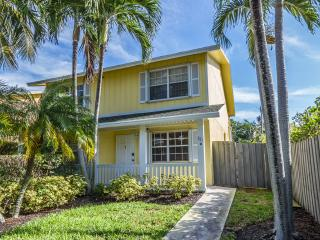 "Sunshine Cottage: a Great Escape ""To the Beach"" !, Delray Beach"