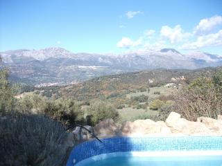 House with pool and mountain views, Algatocín