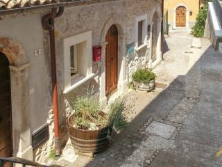 Charming flat in a medieval village, Roccacasale