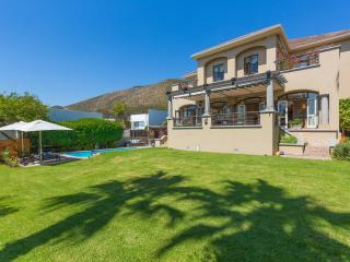 Charming grand mansion with large garden area, Fresnaye