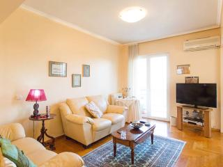 Cozy 2Bdr Apt next to the Beach, Paleo Faliro