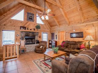 Magnificent 4 Bd-4 Ba   Log Home w/Game Rm, HotTub.  Near Legends of Golf
