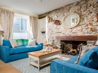 Puffin Cottage - a vibrant village house, Flushing