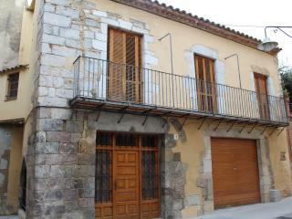 Casa del 1570 con 4 habitaciones y 3 lavabos.