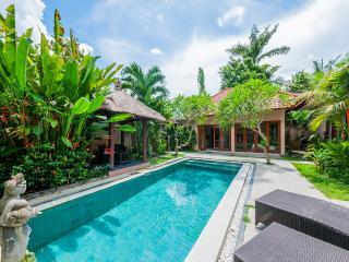 Villa Lilin. Seminyak beach 500 meters.