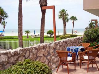 Ground floor condo with beach view., Redington Shores
