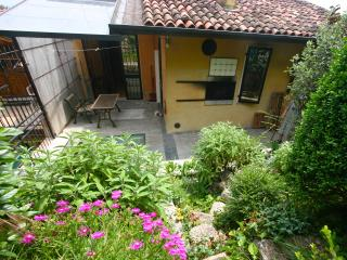 Spacious charming home with rock garden against the ancient walls of the town