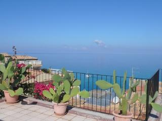 Fantastic sea view apartment with 2 large terraces, Tropea