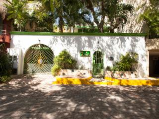 *HILHAVEN*PLAYA* STUDIO APT* 1 BLOCK TO THE BEACH*, Playa del Carmen