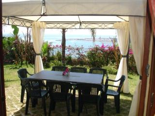 Appartamento in villa bifamiliare con piscina, Santo Stefano al Mare