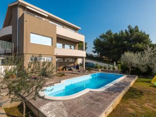 Apartments Spanic - Apartment Lux