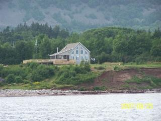 Own Beach and Ocean Front/ 20min. from Baddeck