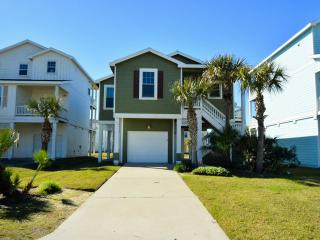 Right by the beach (200ft) Pointe West Luxury 3BR Beach Cottage - sleeps 8-10, Galveston