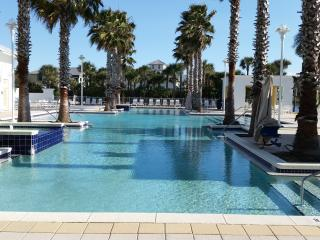 Water lovers dream!! 4 gorgeous pools On 30A, Panama City Beach