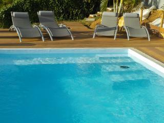 Gite avec piscine et vue mer
