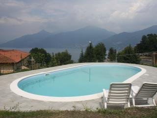 Residence Oleandro Garden 1 with POOL sleeps 6, Menaggio
