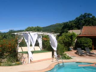 Ultimo Castelo, Idyllic Hideaway Holiday Cottage, Couples only.