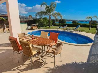 Coral Bay villa 385
