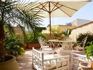 Vintage House with beautiful terrace, Noto