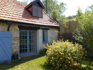Bijou -  Petite stone cottage, ideal for couples or the lone traveller,