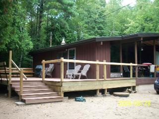 3 Bedrooms Cottage for rent, Ipperwash Beach