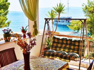 Tempera 2,terrace, 30 m from beach, Split