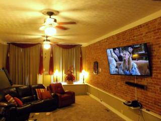 6 large screen TVs throughout the home - all have cable accessibility