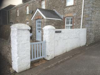 Nyth Bran, Southerndown. Stone Cottage by the sea.
