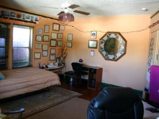Lovely room in Hollywood home