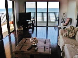 Recently Renovated 2BR Jensen Beach Oceanfront Condo w/Private Balcony & Amazing Ocean Views - Direct Beach Access!