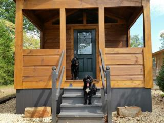 Paradise Cozy Cabins - Dog Friendly Cabins 3 miles from TIEC - Heaven on Earth