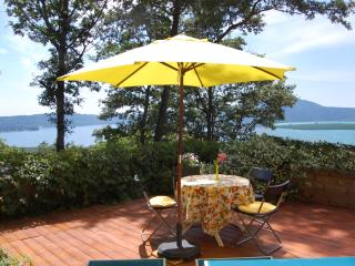Romantic holiday cottage ROSA at lake near Rome, Caprarola
