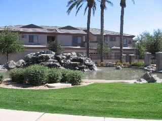 Gorgeous Waterfront 2 bedroom condo, Chandler