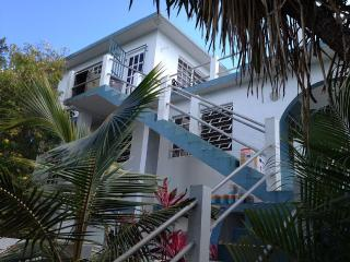 Casa Mae Mae. A Beautiful 3rd Floor Studo, Boqueron