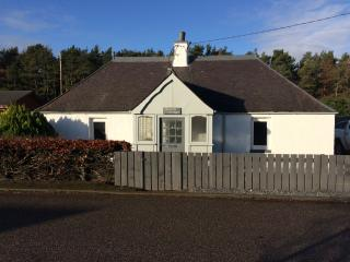 Lovely 2 bedroom recently renovated Cottage, Fochabers