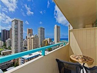 Ocean View Penthouse Studio by the Beach w/ Lanai, Honolulu