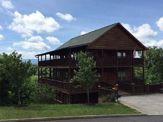 Heavenly View cabin with outdoor fire pit, Sevierville