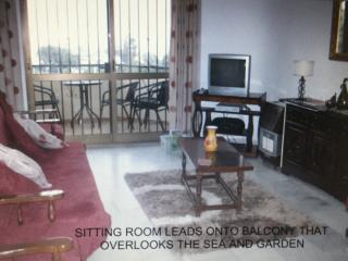2 BED, 2 BATH  APT O/LOOKING THE SEA. GROUND FLOOR