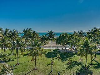 Penthouse OCEAN DRIVE oceanfront deck access, Miami Beach