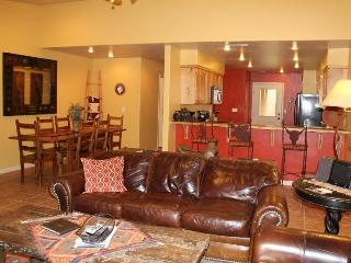 DESERT WILLOW NEW LISTING! SLEEPS 10/POOL/HOT TUB!, Moab