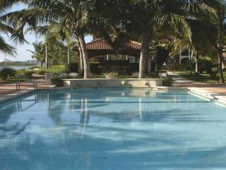 North Naples Resort Community with amenities, Napels