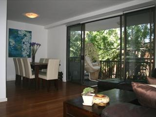PWN01 - Tastefully furnished 2 bedroom apartment, Cremorne